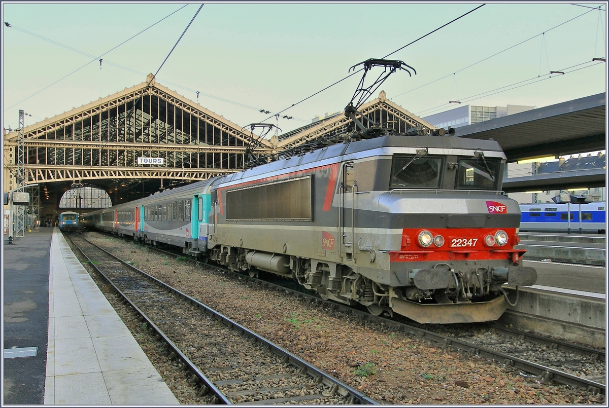 The SNCF BB 22 347 with a Aqualis Service to Paris in Tours.