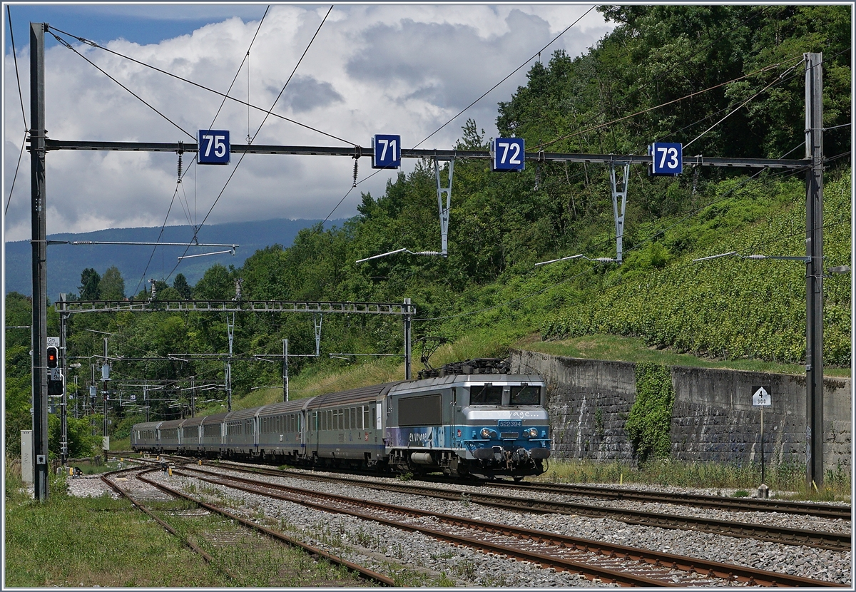The SNCF BB 22 394 wiht a TER from Lyon to Geneva in La Plaine.