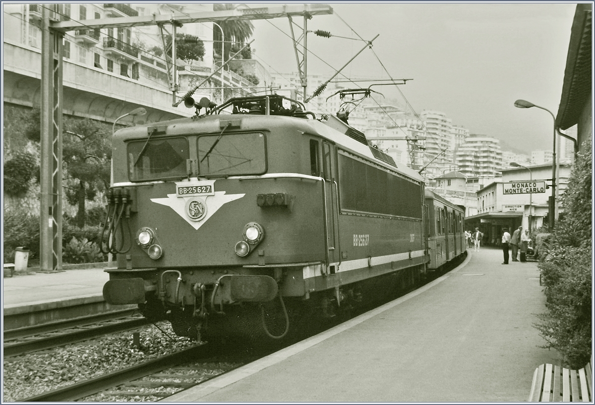 The SNCF BB 25627 with a local train in the old Monaco Monte Carlo Station. 