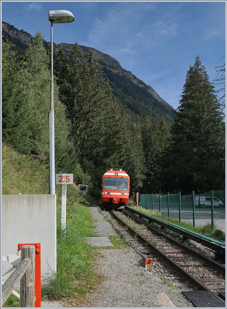 The SNCF TER 18910 is arriving at the La Joux Station. 