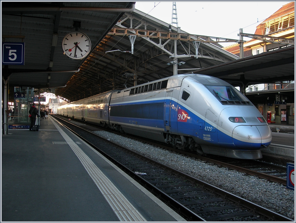 The SNCF TGV 9778 to Paris in Lausanne.