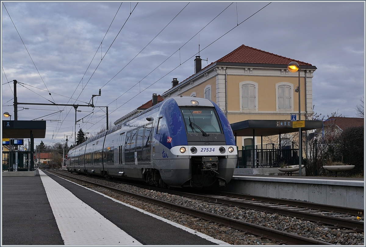 The SNCF Z 27534 from St-Gervais to Annecy is leaving the La Roche sur Foron Station. 13.02.202