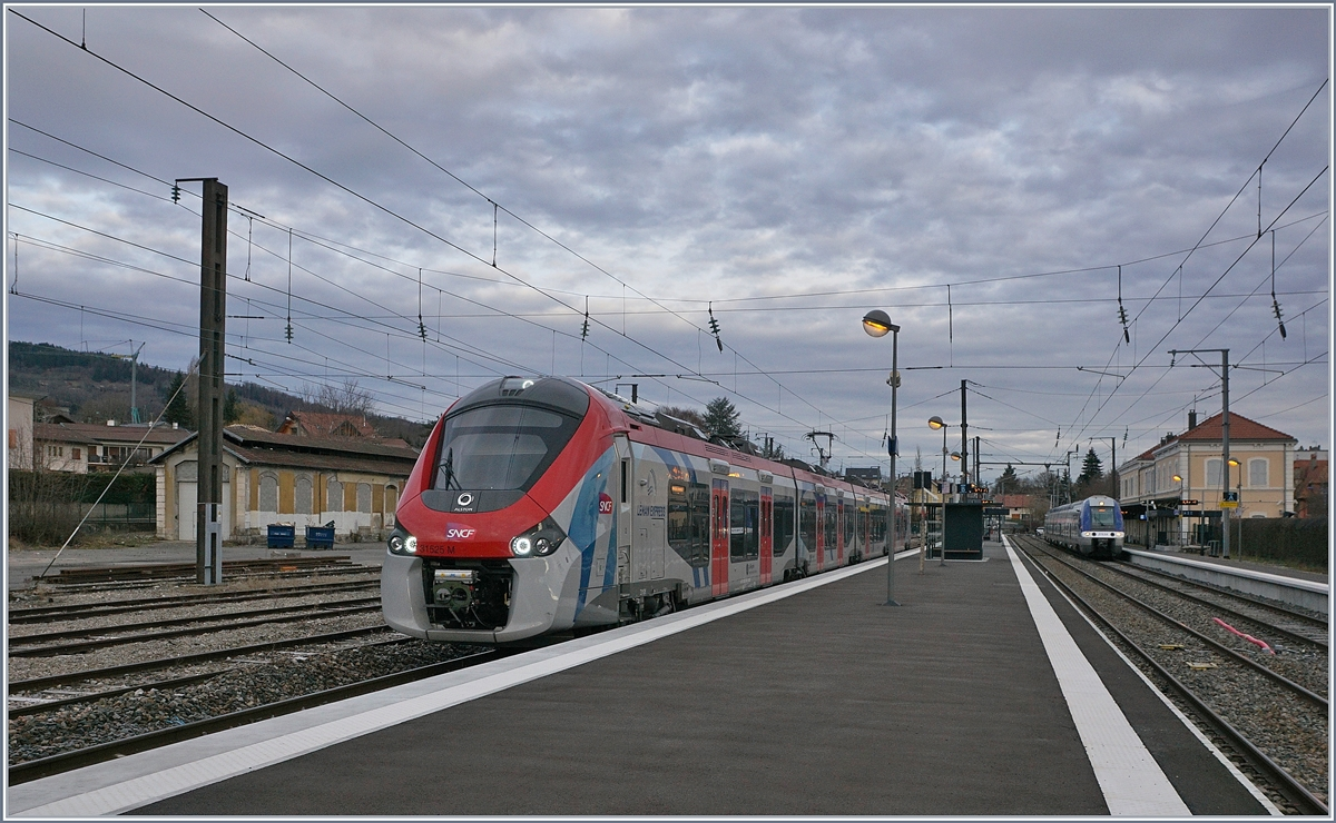 The SNCF Z 315250 M (Coradia Polyvalent régional tricourant) on the way from Bellegarde to St Gervais (TER service) by his stop in La Roche sur Foron.