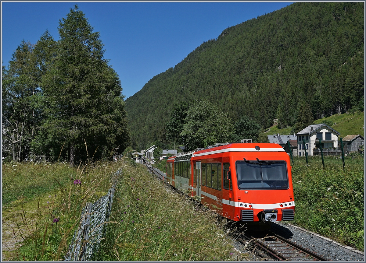 The SNCF Z850 N° 52 (94 87 0001 854-2 F-SNCF) from Les Houches will be shortly arriving at Vallorcine Station. 