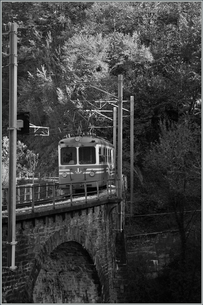 The SSIF ABe 8/8  N° 22  Ticino  on the Rio Graglia Bridge near Trontano. 