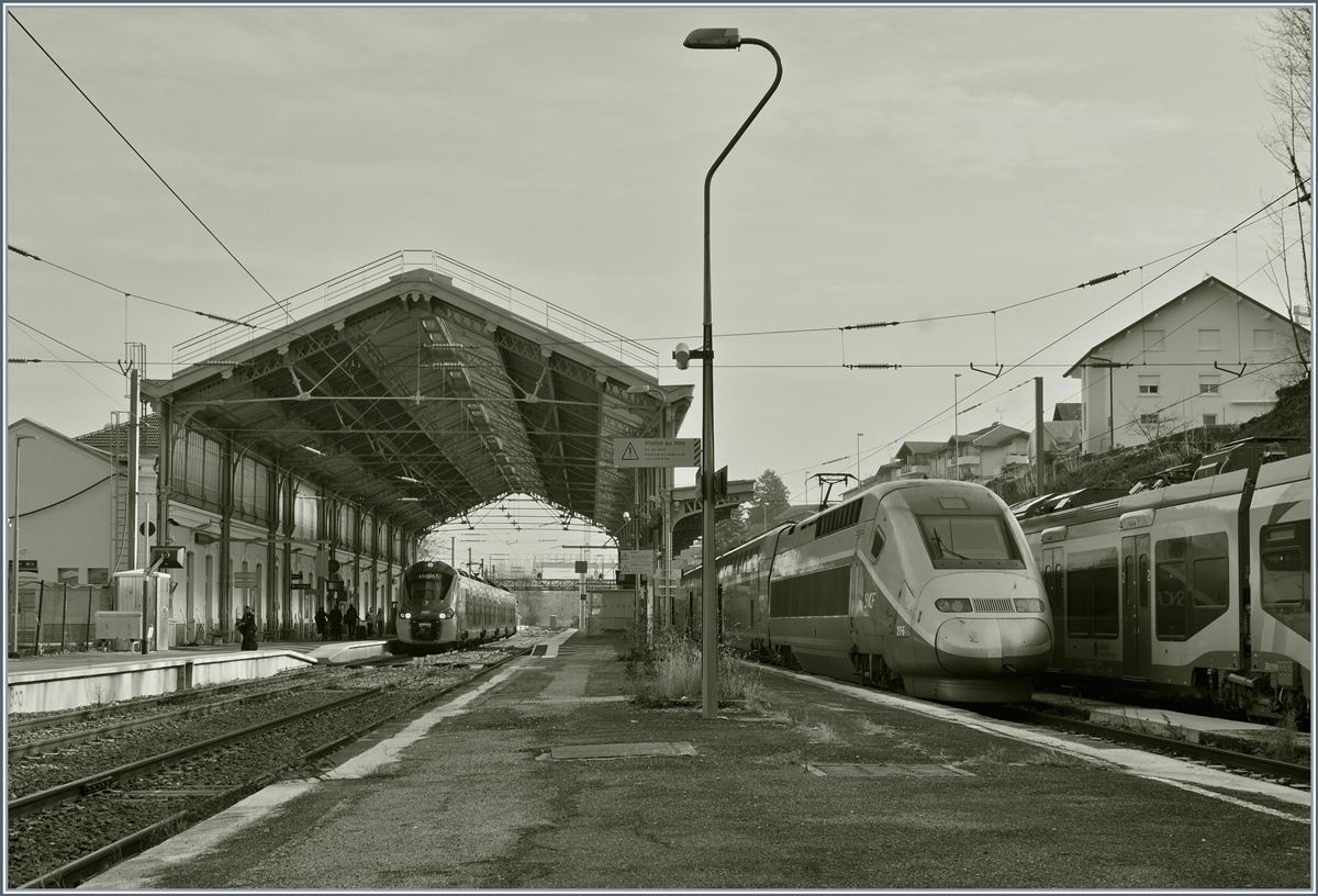 The TGV 275 from Paris Gare de Lyon is arriving at the Evian Station.
