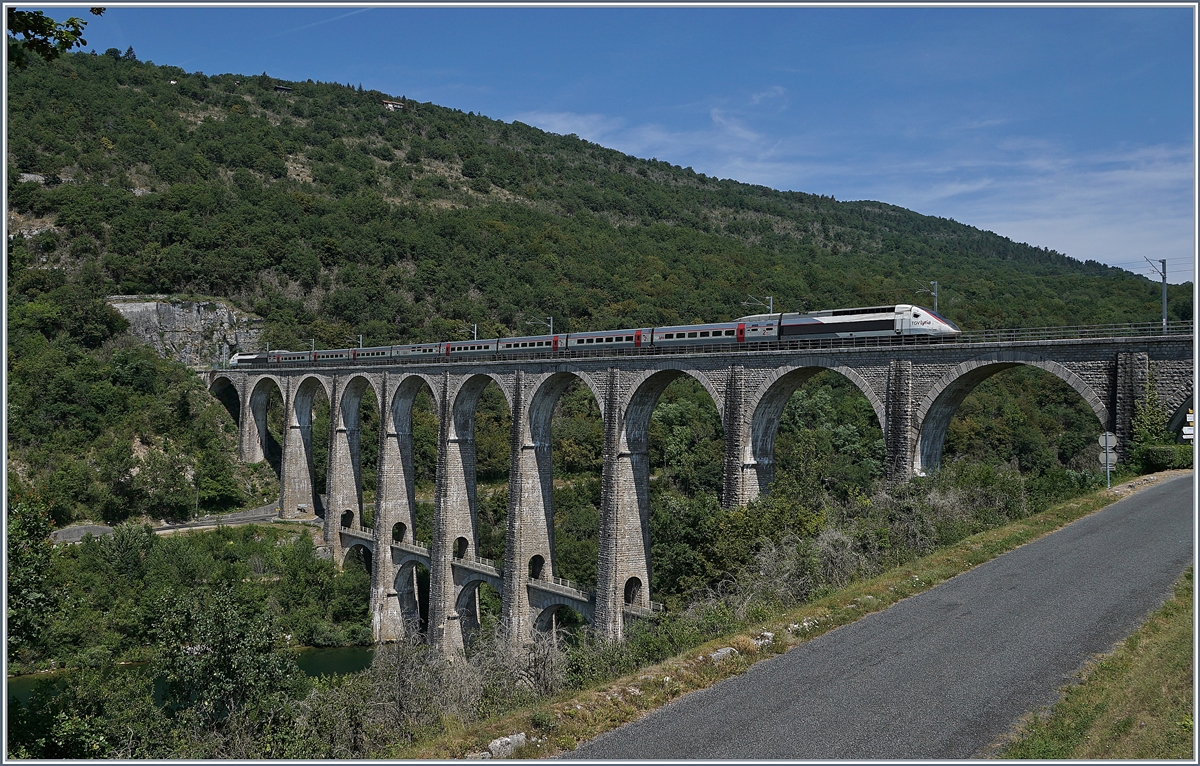 The TGV 4401 on the way from Geneva to Paris, Lyria TGV Service 9770 on the 269 meter long Cize-Bolozon Viaduct. 