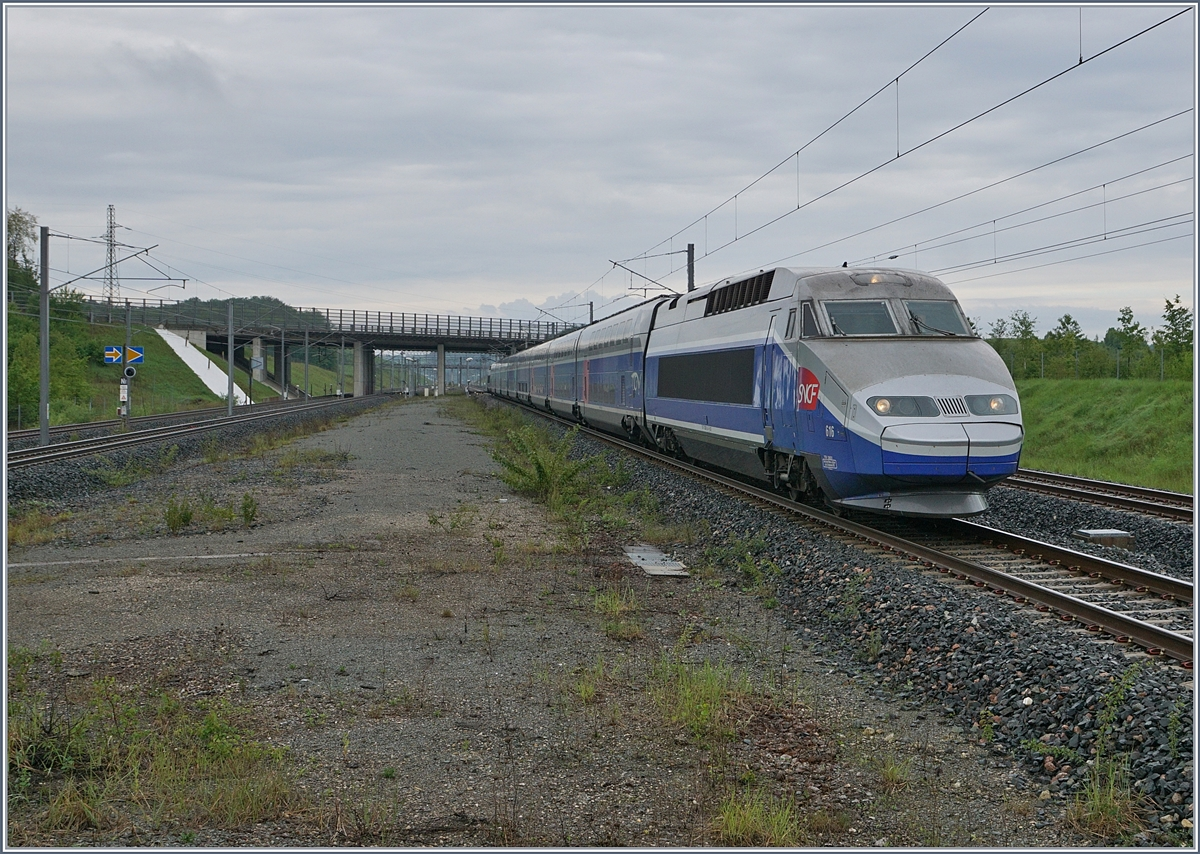 The TGV 6701 from Paris to Mulhouse is arriving at the Belfort Montbéliard TGV Station.