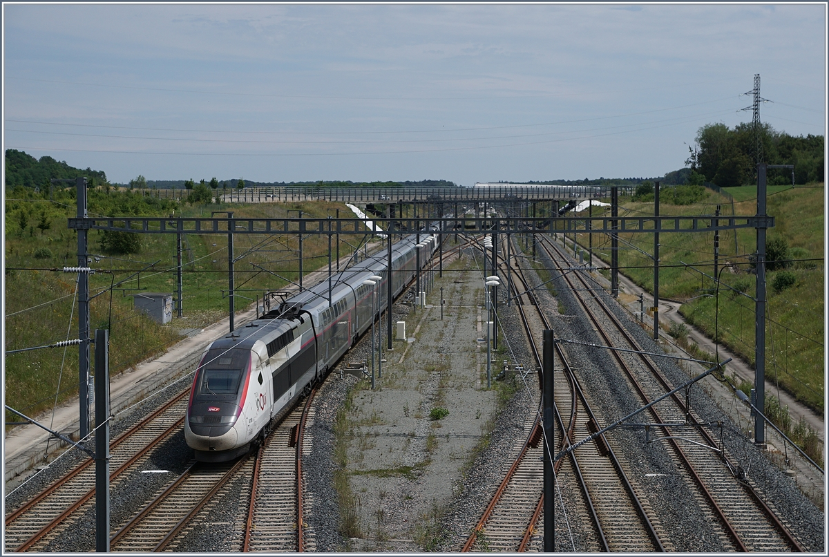 The TGV 9582 from Marseille to Frankfurt is arriving at the Belfort Montbeliard TGV station. 