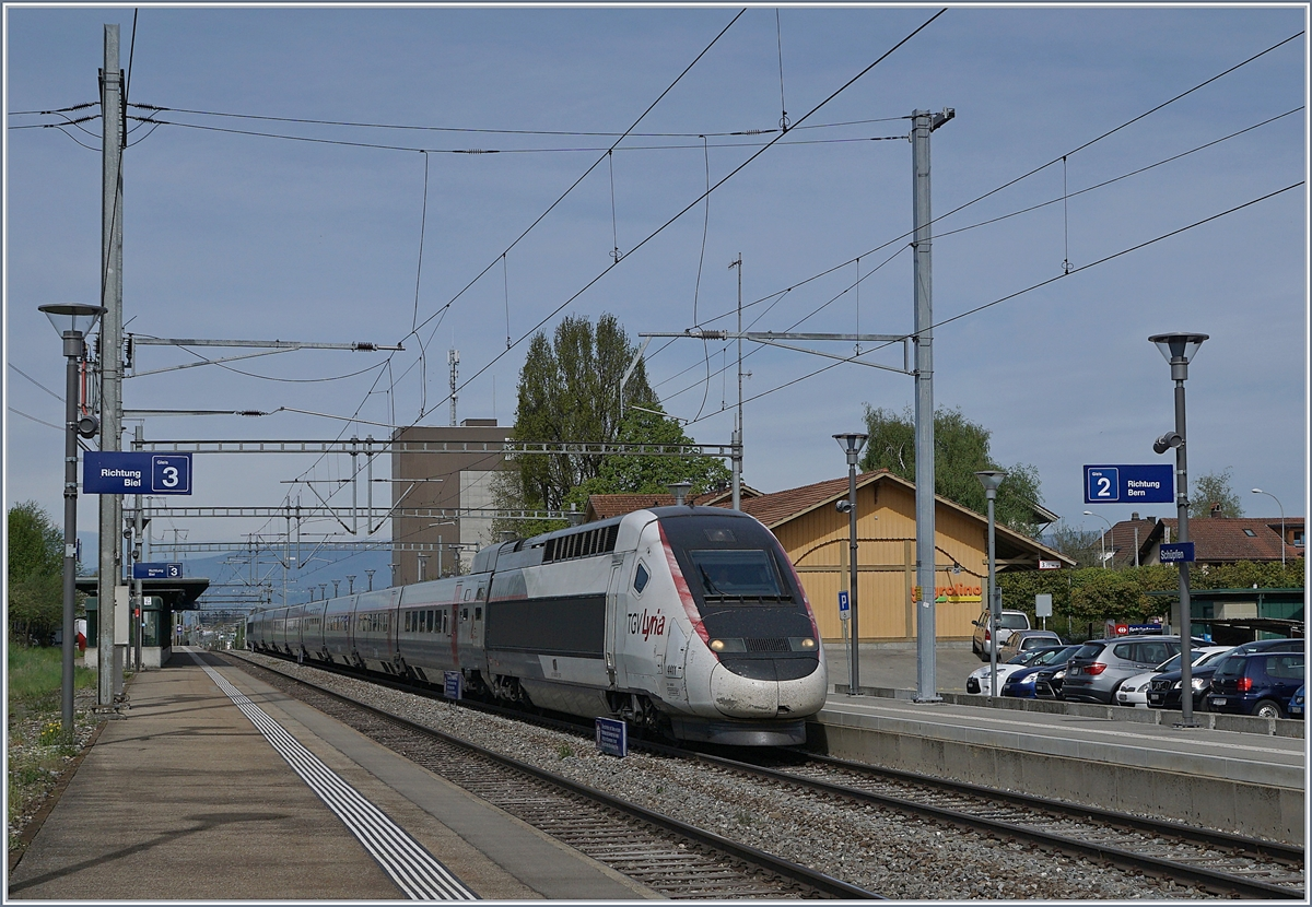 The TGV Lyria 4411 in Schüpfen on the way to Bern. 