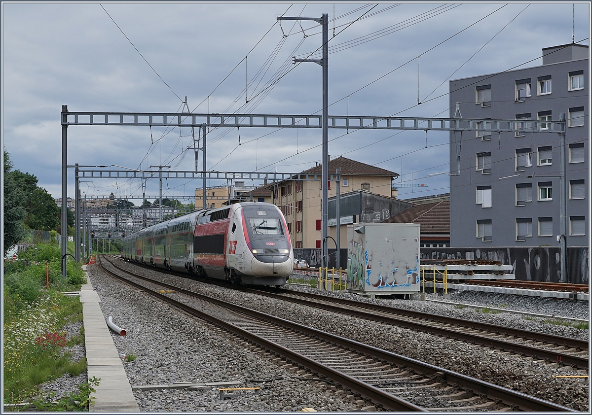 The TGV LYria 4723 in Prilly-Malley on the way to Paris. 