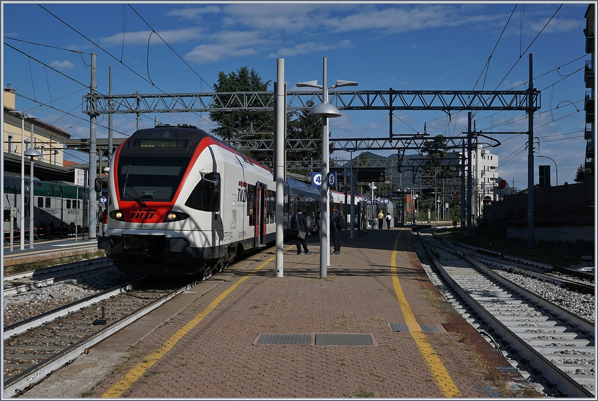 The TILO RABe 524 007 from Bellinzona to Malpensa T  by his stop in Varese.