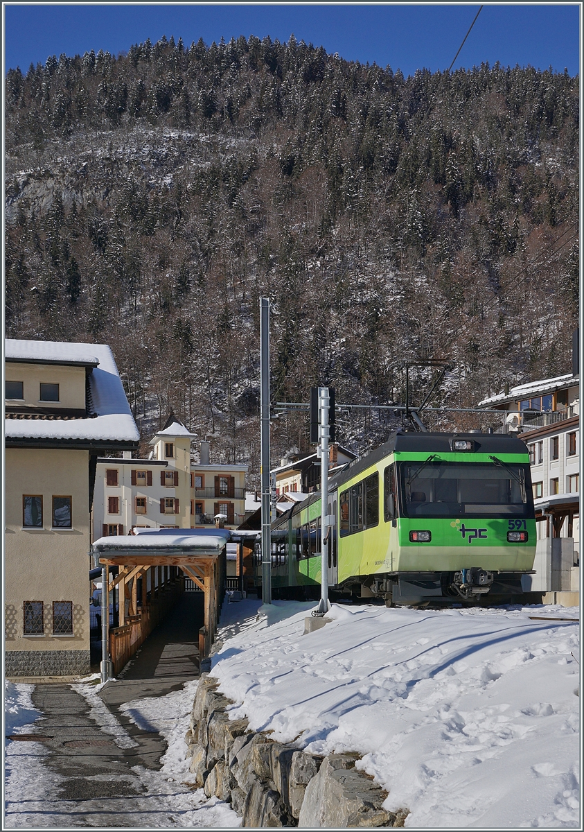 The TPC Beh 4/8 591 on the way form Les Diablerets to Aigle at the Le Sépey Station.