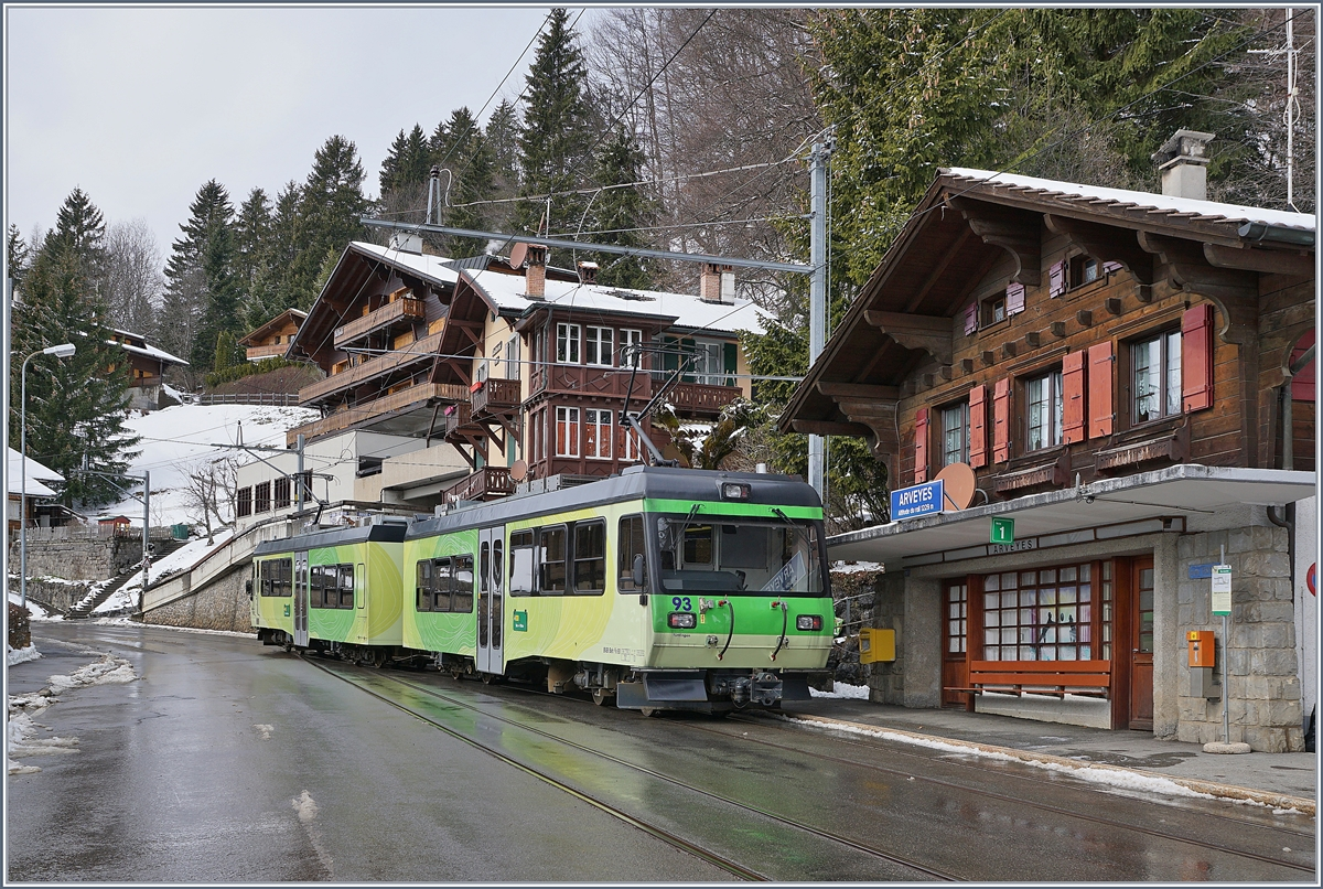 The TPC BVB BDeh 4/8 93 is leaving the Arveyes Station on the way to Villars.