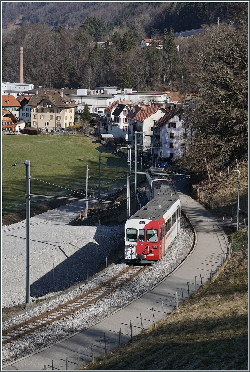 The TPF Be 4/4 with his Bt 224 and ABt 223 by the Broc Fabrique Station. 