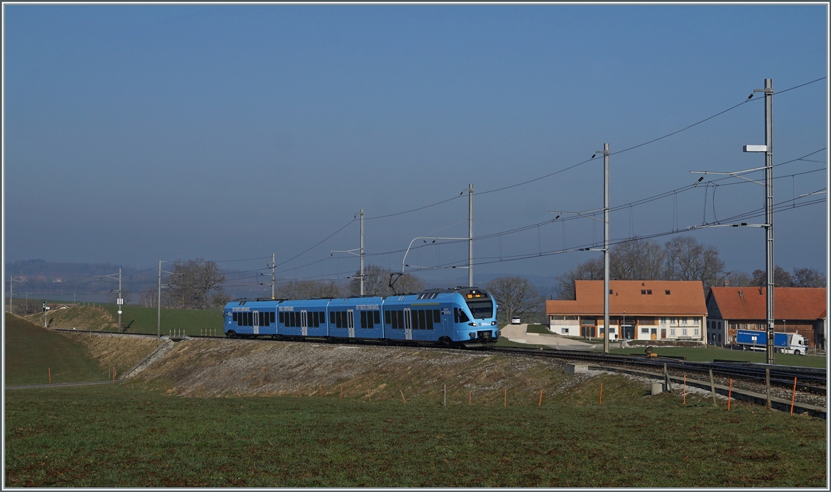 The TPF RABe 527 198 on the way to Bulle by Vuisternens-devant- Romont. 