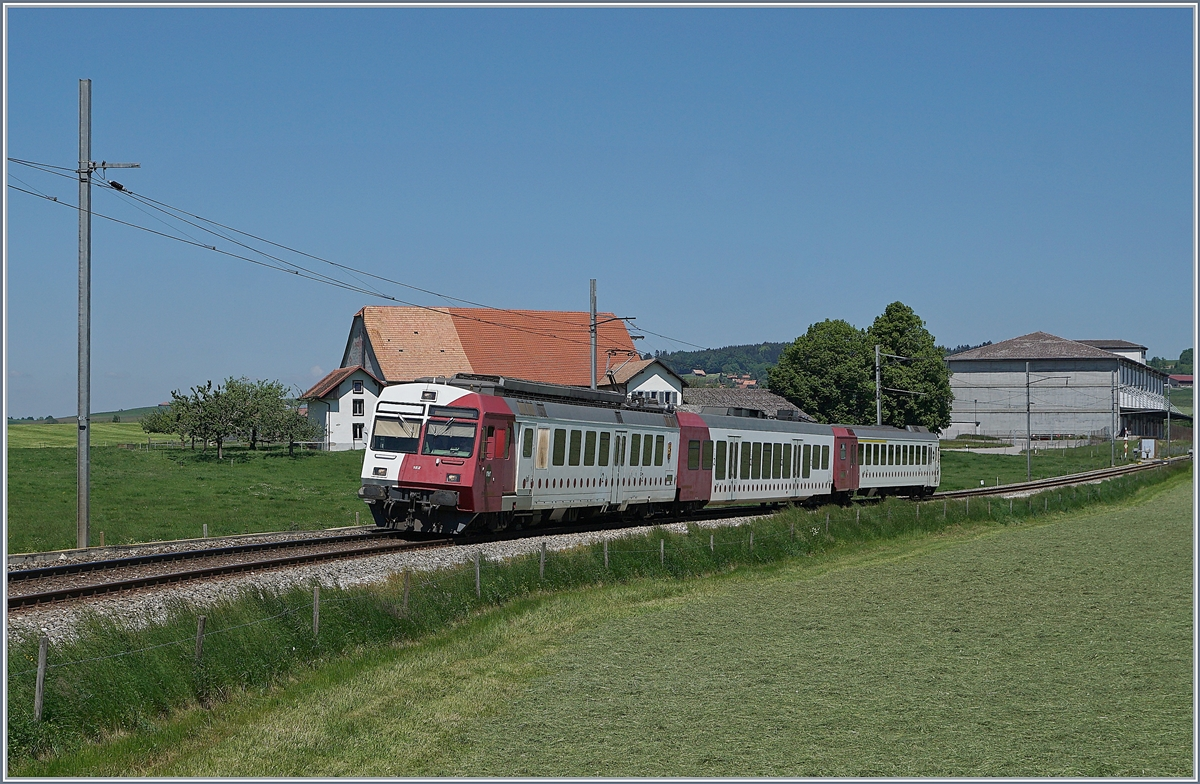 The TPF RBDe 527 182 with a local train on the way to Bulle by Sâles.