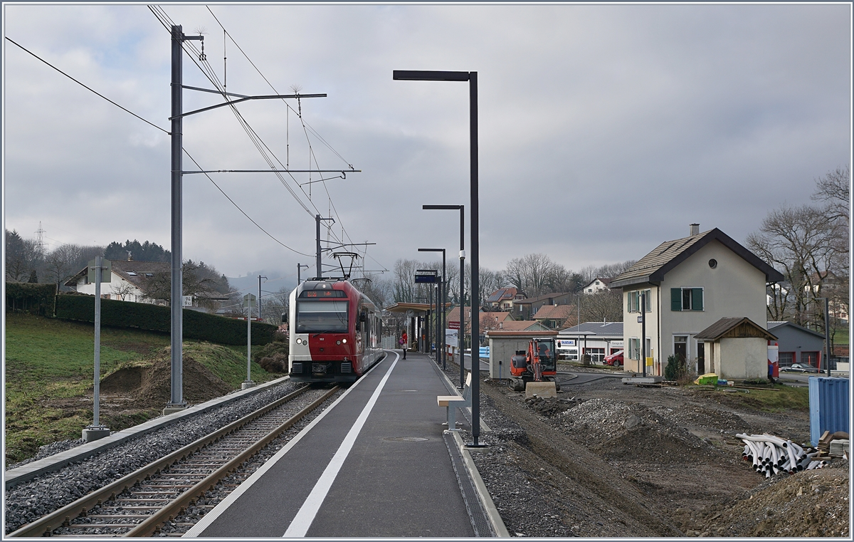The TPF SURF Be 2/4 - B - ABe 2/4 102 in the new Remaufens Station on the way to Bulle. 