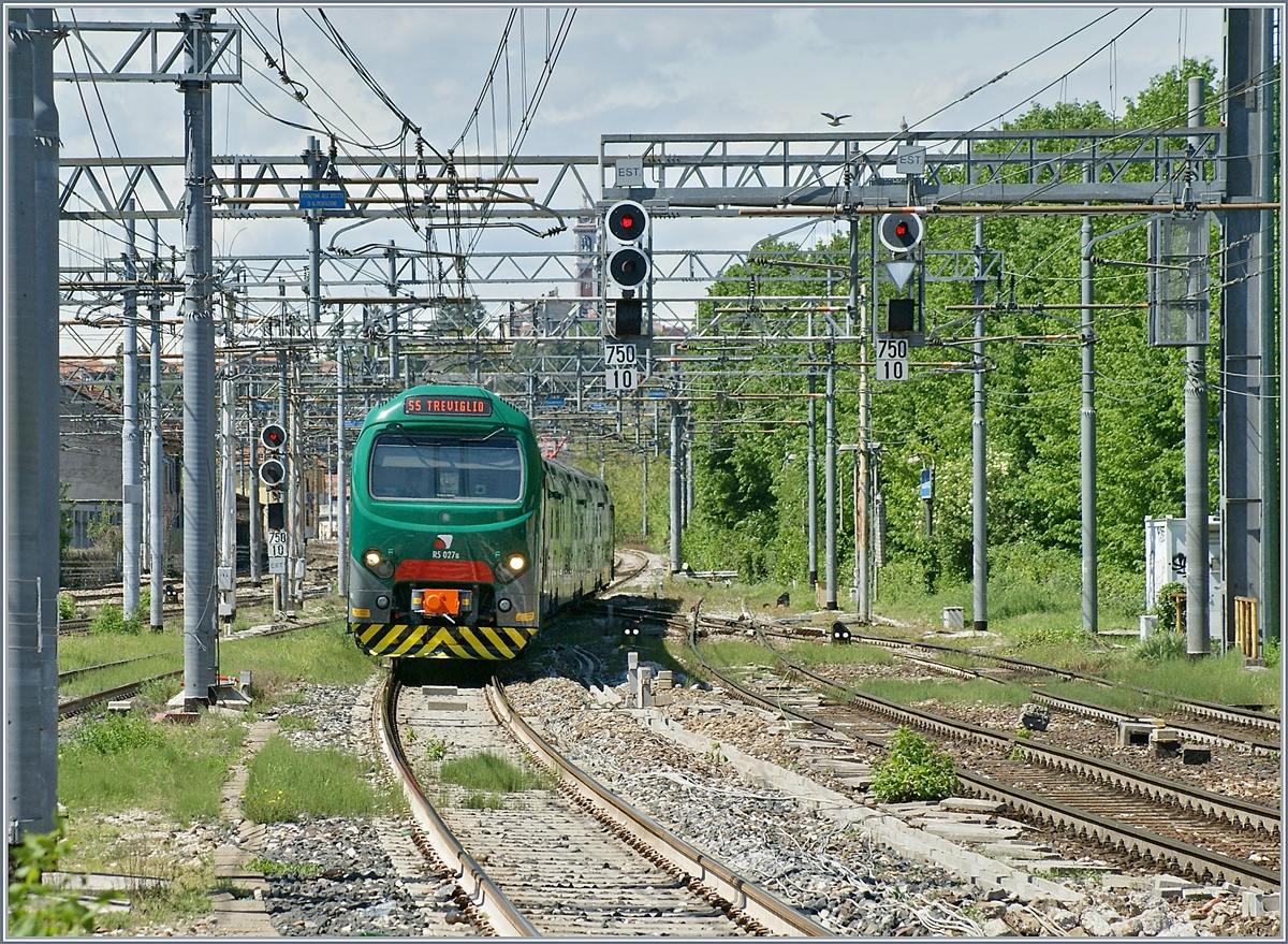 The Trenord 711 027 from Varese to Treviglio is arriving at in Gallarate Station.