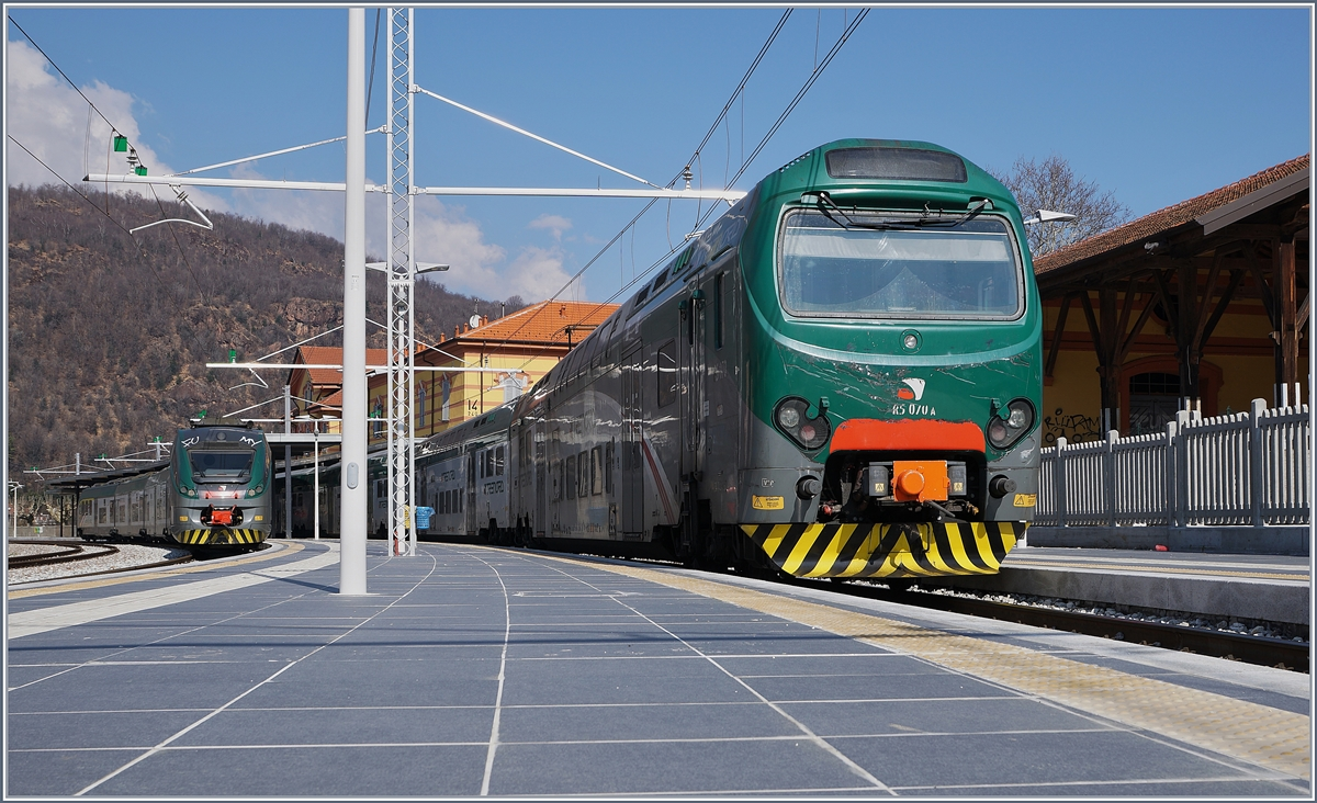 The Trenord Ale 711 161 (UIC 94 83 4711 161-9 I-TN) and in the background the Trenord ETR 425 165 (UIC 94 83 4425 165-7 I-TN) in Porto Ceresio.