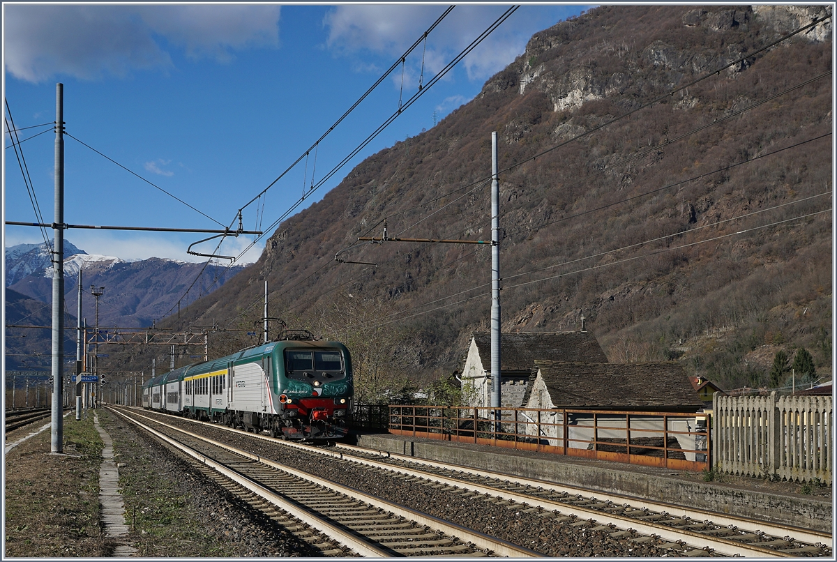 The Trenord E 464 284 wiht a local train to Milano Porta Garibaldi is arriving at Premosello Chiavanda.