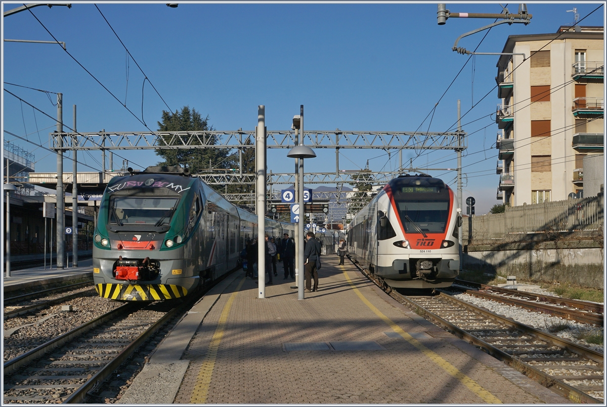 The Trenord ETR 425 033 to Milano Garibaldi and the SBB Tilo Flirt RABe 524 110 to Bellinzona in Varese. 05.01.2019