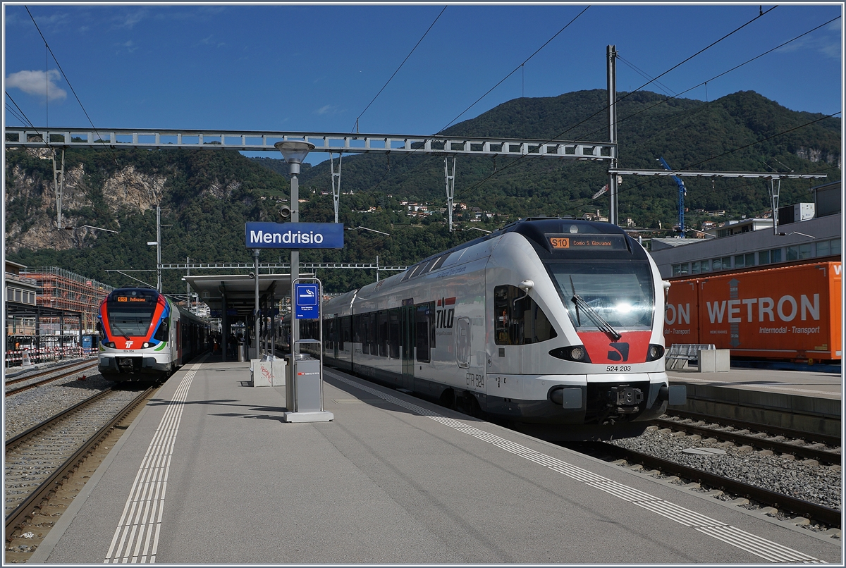 The Trenord ETR 524 203 (RABe 524 203) on the way to Como and in the Background det SBB TILO RABe 524 204 in Mendriso. 