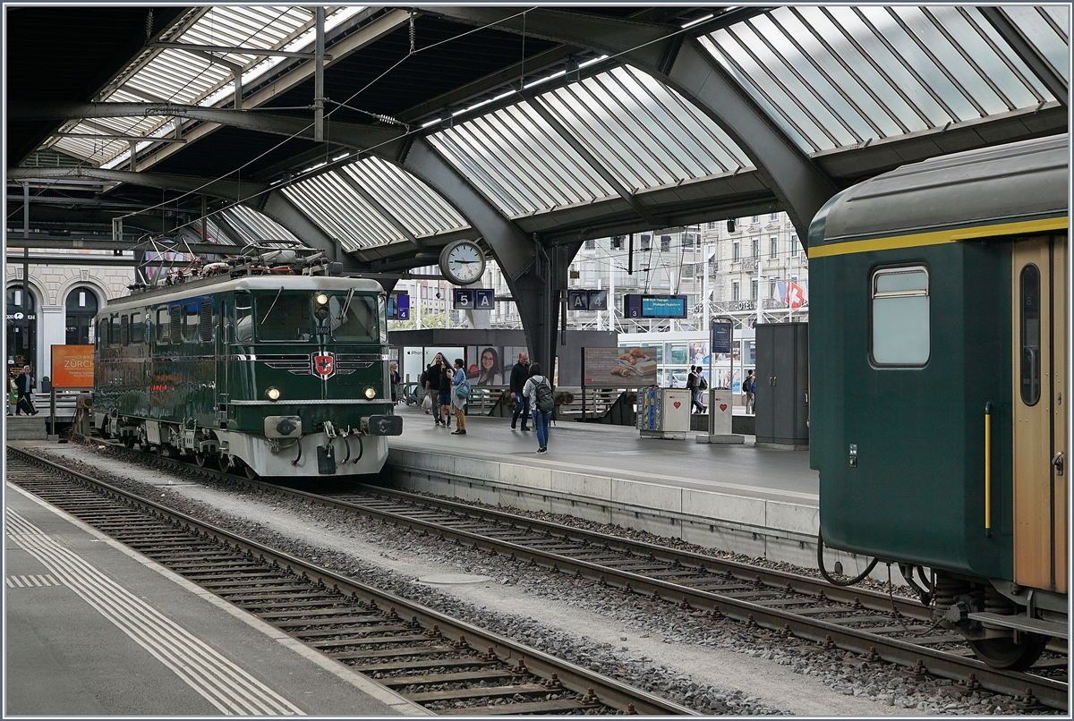The  Verein Mikado 1244  SBB Ae 6/6 11407  Aargau  in the Zürich Main Station.