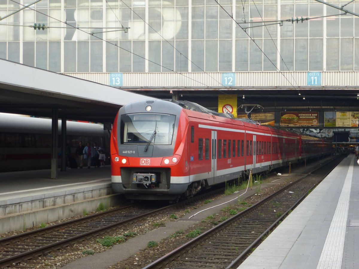 Two ET 440 are  standing in Munich main station on September 22nd 2013.