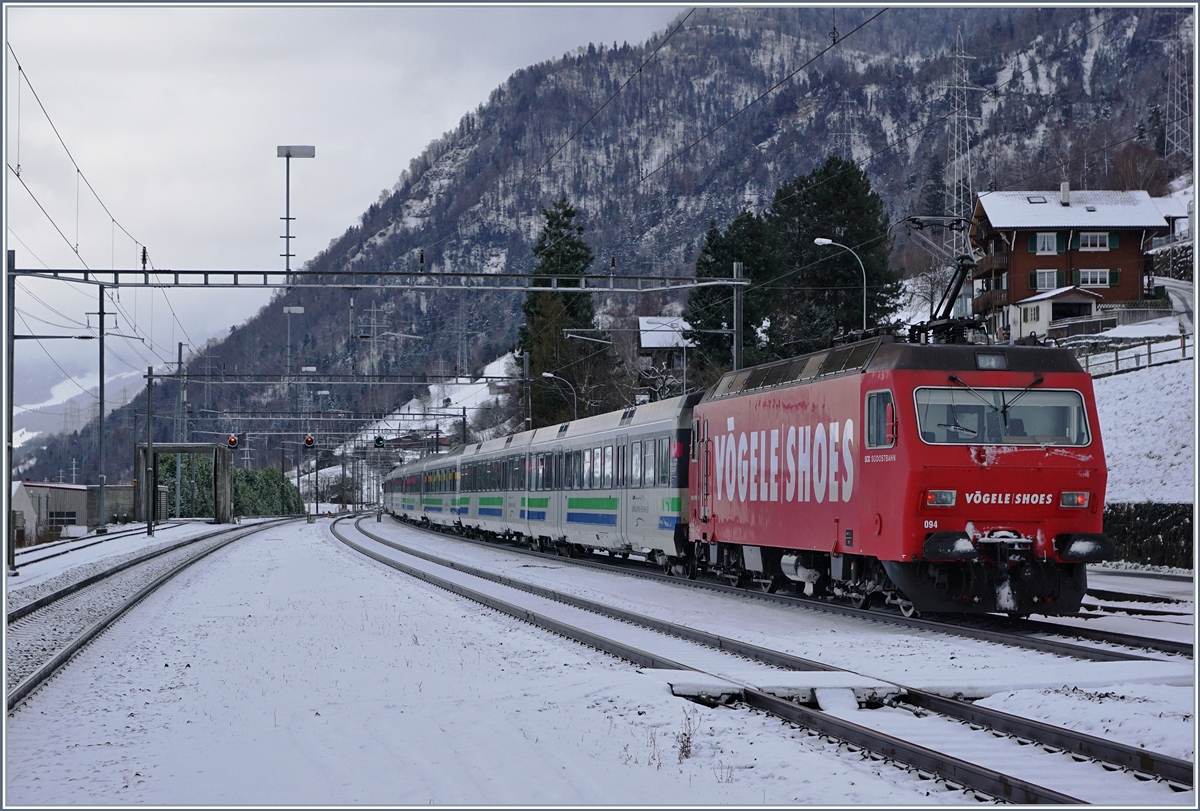 Two SOB Re 456 with his Voralpenexpress in Immensee.