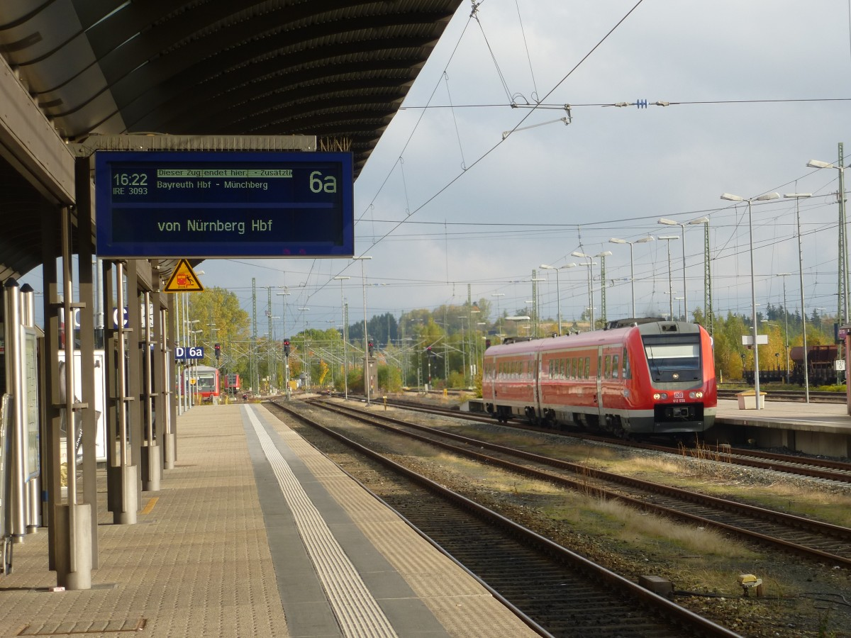While I was waiting for IRE from Nuremberg I could photography 612 558 in Hof main station. Oktober 12th 2013.