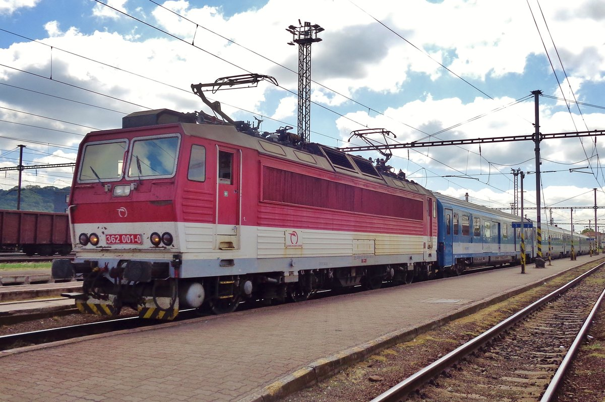 With an hour delay, ZSSK 362 001 with a MAV EuroCity finally made it to Kosice on 14 September 2018.