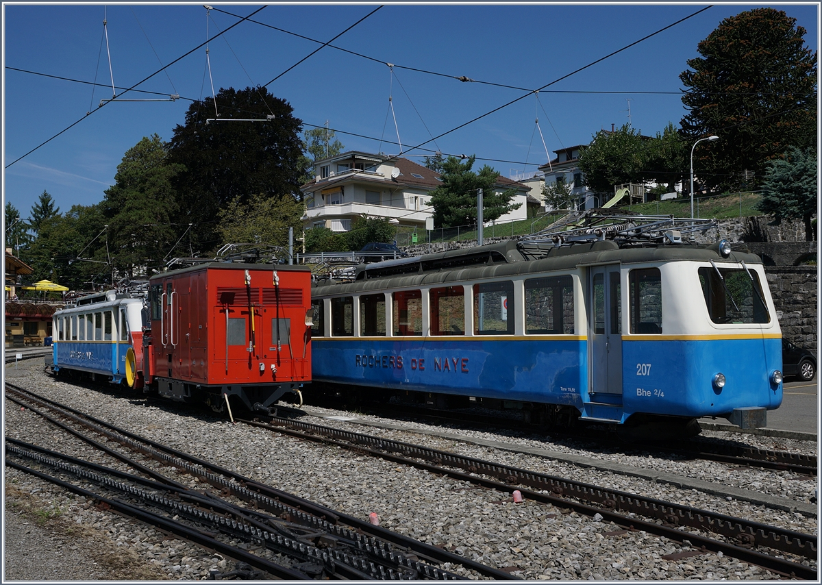 X-Rot N°4 and Bhe 2/4 207 and 203 in Glion.