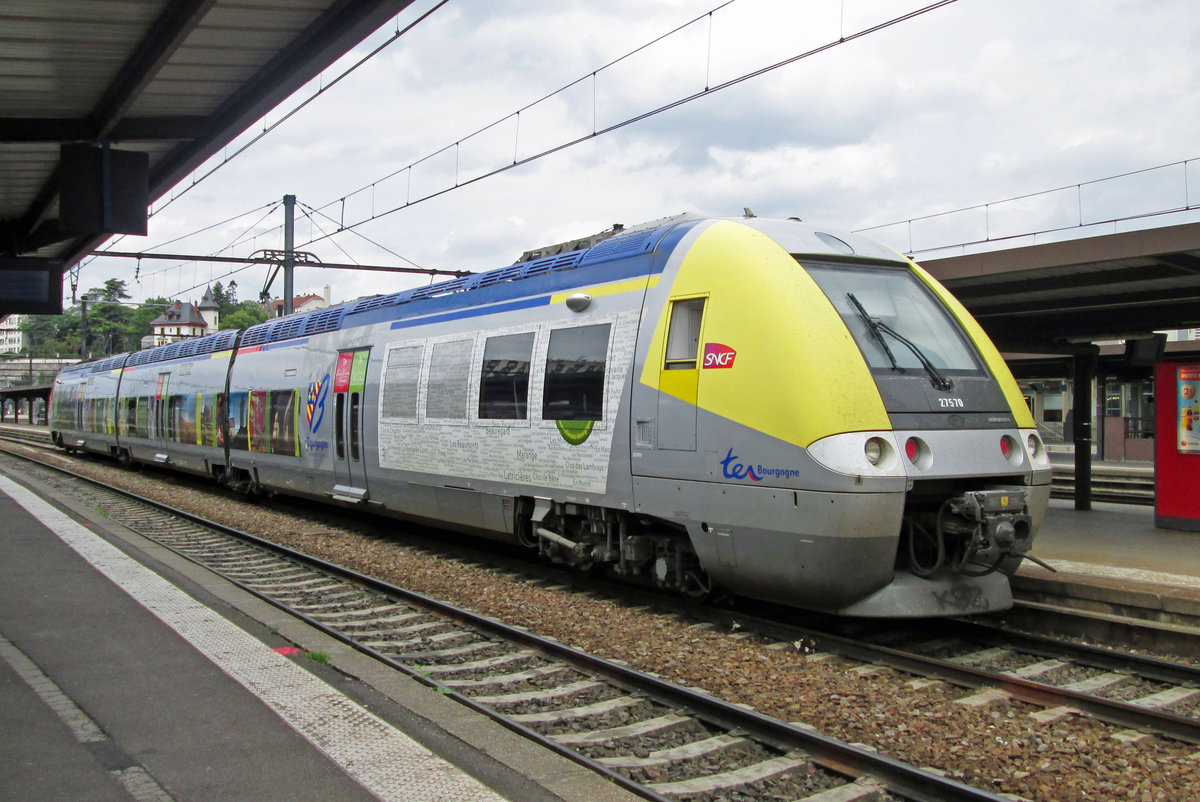 Z-27570 stands in Dijon on 2 June 2014. She wears the Bourgogne colours of SNCF that have a yellow front or nose at one end and a red nose c.q. frontd at the other end.