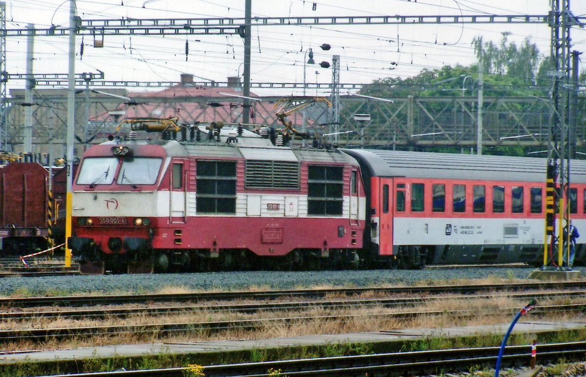 ZSSK 350 001 leaves Breclav on a rainy 28 May 2008 with a Prague-bound EuroCity.