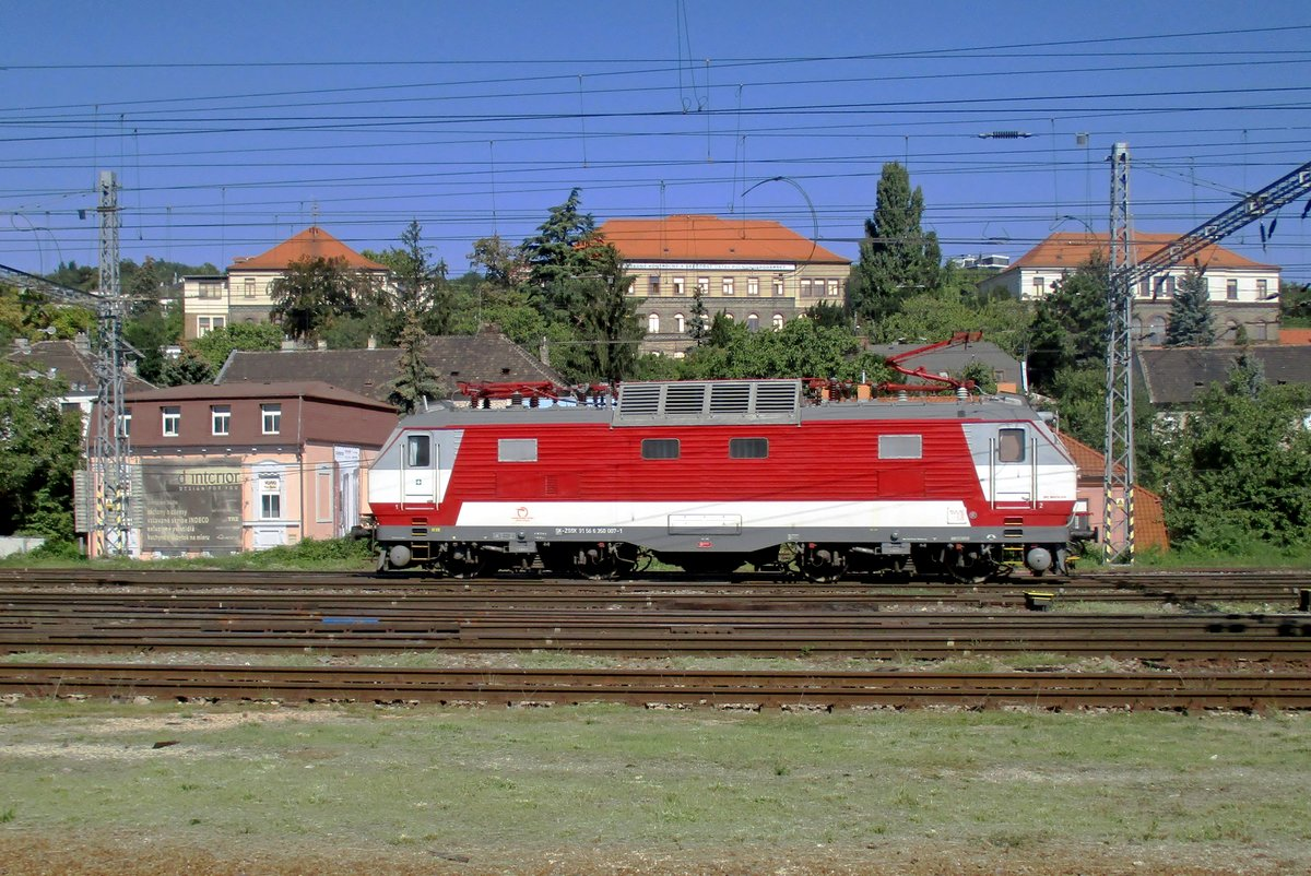 ZSSK 350 007 sports the newest colour scheme for this class at Bratislava hl.st. on 12 September 2018.