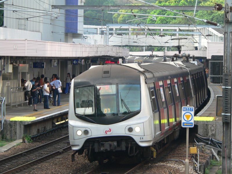 A KCR train in Mong Kok, Sept. 2007