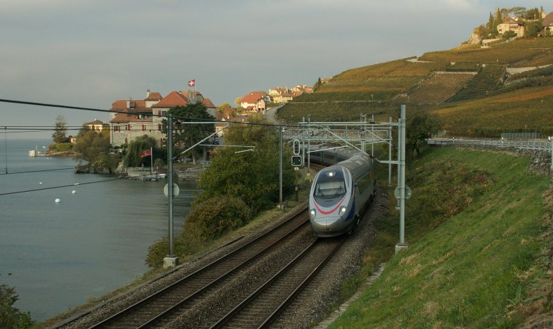 Before the fist sun shine spells arrived, the CIS ETR 610 is running through the Rivaz-Villge to Venice