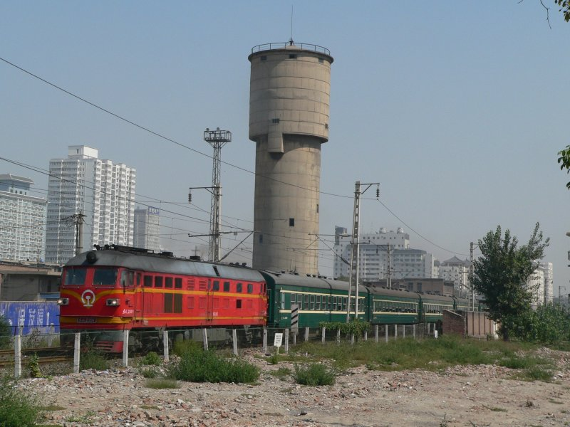 DF4 2391 with a passenger train in Xi'an, 2007