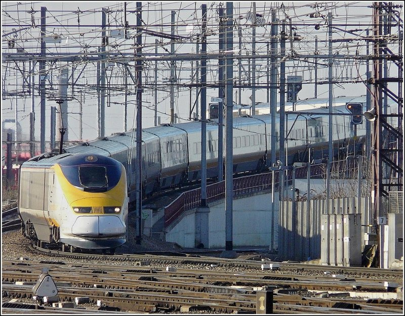 Five days after the restoration of full capacity through the Channel Tunnel, which was closed for six month due to an incident, the Eurostar unit 3011 (British Rail) arrives in Bruxelles Midi (B) coming from London St Pancras International on February 14th, 2009.