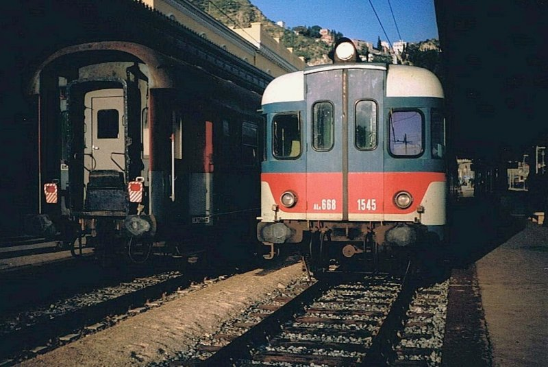 FS ALn 668 1545 in the Taormina Gardini Station 