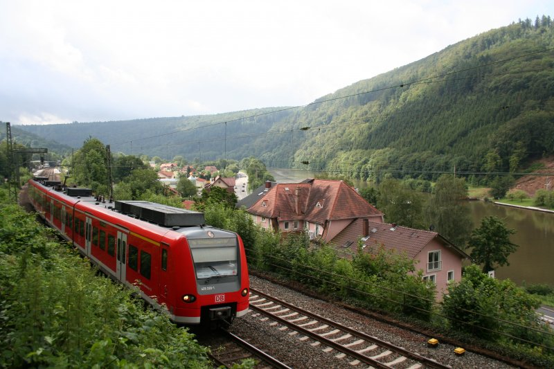 S1 of S-Bahn Rhein-Neckar towards Homburg(Saar) with 425 220-0/720-9 on 13. July 2009 at Zwingenberg.
