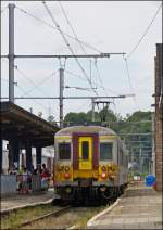 . AM 78 754 is leaving the station of Ciney on August 17th, 2013.