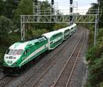Local train Go Transit MP40PH-3C 613 towards Hamilton on 30.09.2009 at Snake (Burlington).