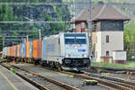 Be quick! Metrans 186 437 is about to call for one minute at Decin hl.n.
