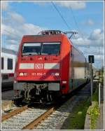 101 054-5 with IC wagons is arriving in Norddeich on May 5th, 2012.