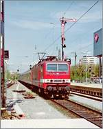 The DB 143 953-8 wiht a RE is arriving at Freiburg im Breisgau.
