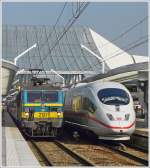 . HLE 2121 pictured together with a ICE in Liège Guillemins on March 30th, 2009.