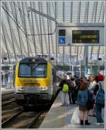 The IR 117 Liers - Luxembourg City is entering into the station Liège Guillemins on March 25th, 2012.