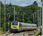 3005 is hauling the IR 113 Liers - Luxembourg City into the station of Wilwerwiltz on July 3rd, 2012.